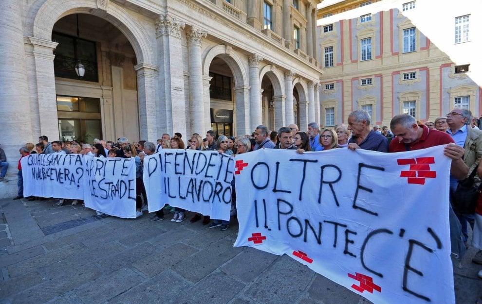 """Manifestazione ponte Morandi, """"Noi non applaudiamo nessuno"""""""