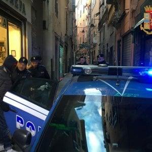 Centro storico, polizia arresta spacciatore con l'aiuto dei residenti
