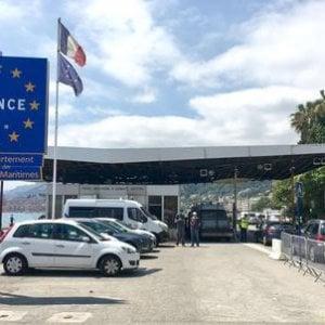 Migranti dalla Slovenia alla Francia in un rimorchio per cavalli