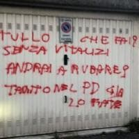 Scritte offensive all'ex deputato Tullo sulla saracinesca del box