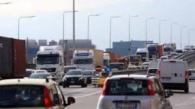 Crollo ponte Morandi, traffico nel caos: sei centraline per analizzare l'aria