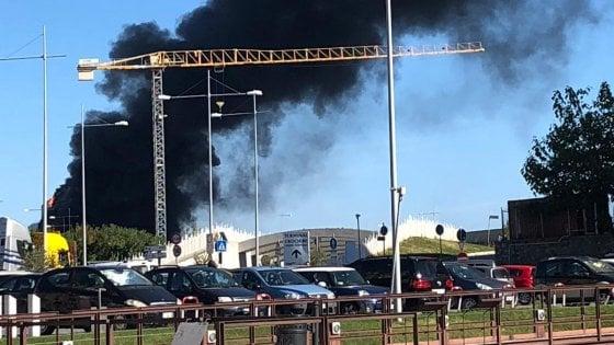 Savona, incendio nel nuovo palazzo dell'Autorità portuale: scalo chiuso ed evacuazioni