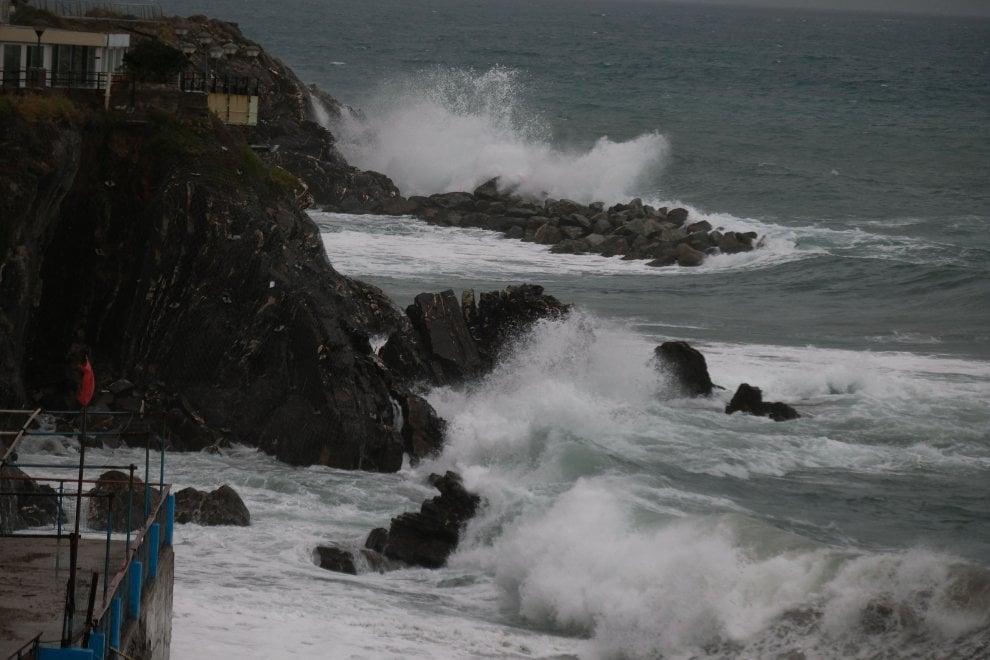 Arriva la mareggiata sulle coste liguri