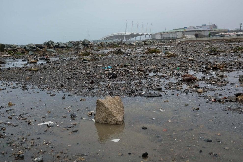 Corso Italia, il lungomare devastato dalla mareggiata