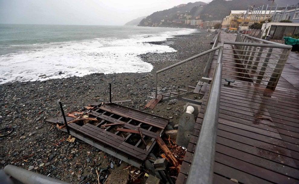 I danni sulla costa di Genova, dalla Foce a Voltri