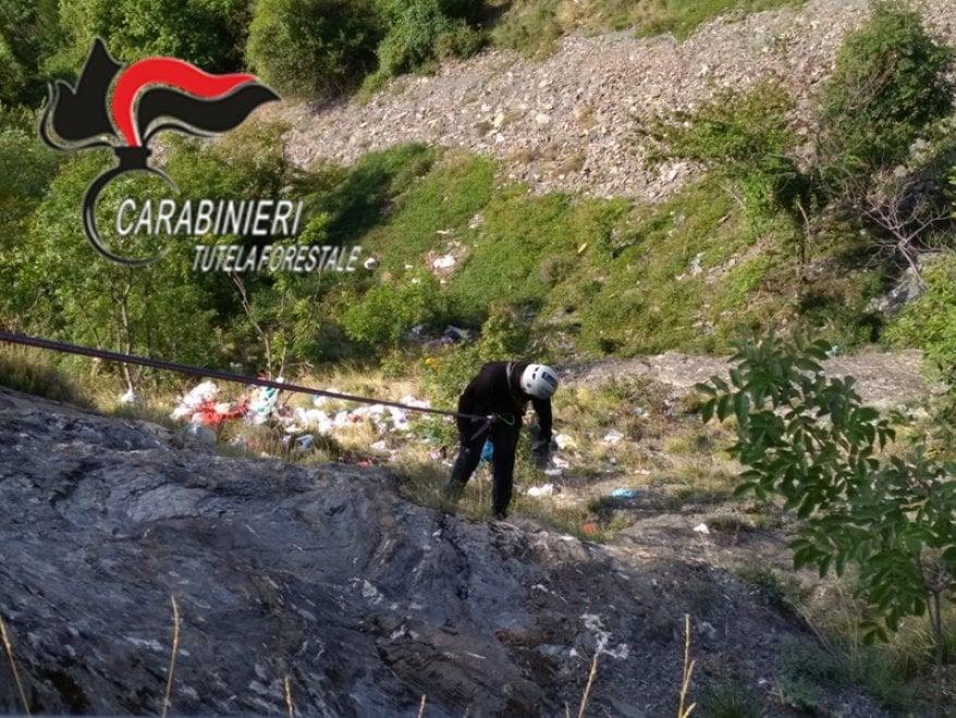 Carabinieri alpinisti per smascherare il responsabile di una discarica abusiva