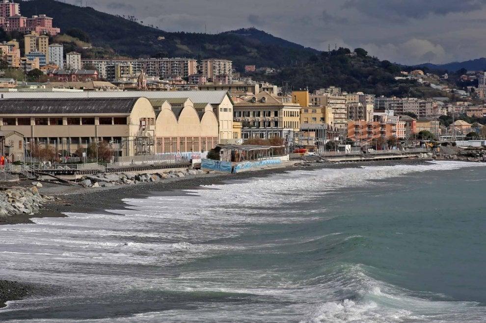 Le spiagge di Genova cancellate dalla mareggiata