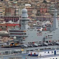 Genova, la portaerei in città