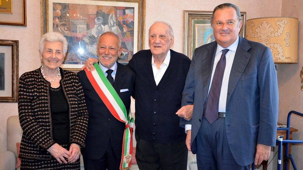 Il Grifo del Comune di Genova ad Alfredo Biondi