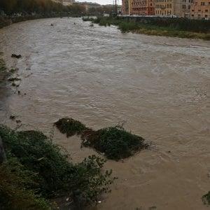 Piogge senza sosta, allagamenti e traffico bloccato: ponente sott'acqua