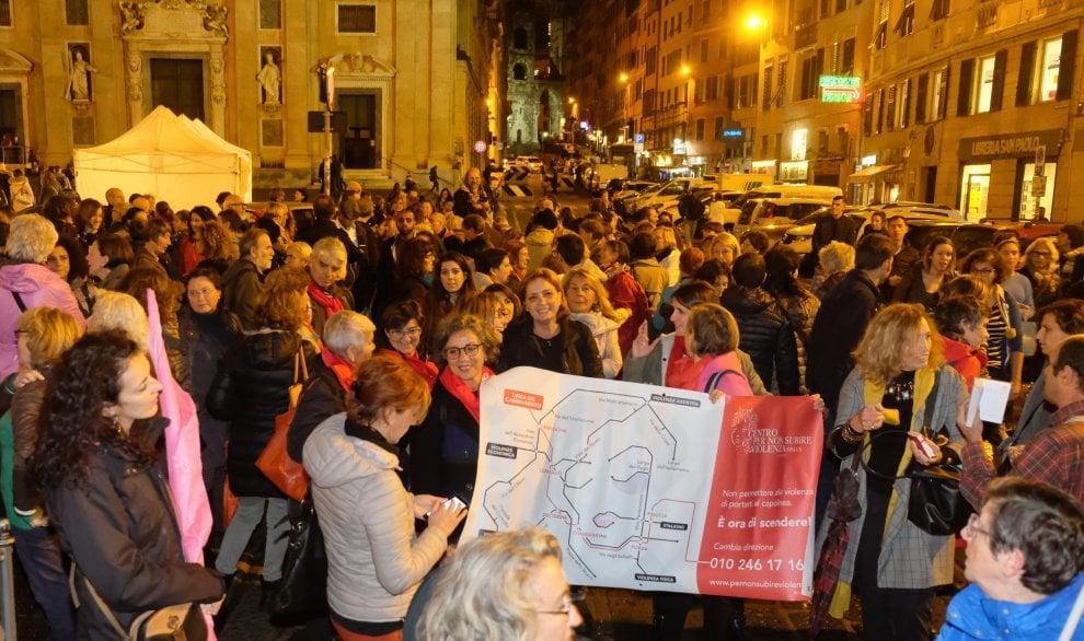Genova, in centinaia in piazza contro la legge Pillon