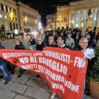 Genova, presidio e corteo improvvisato dei giornalisti contro gli insulti del M5s