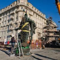 A Carignano arriva la statua dedicata al Duca