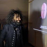 Ara Malikian visita la mostra di Paganini a palazzo Ducale