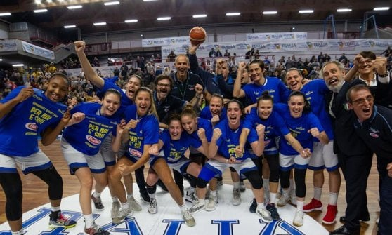 Spezia trascina l'Italia femminile di basket all'Europeo