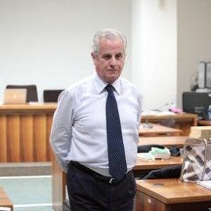 L'imputato Scajola vuole dare la cittadinanza al capo della polizia