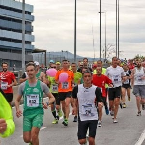 Omaggio alle vittime del Ponte Morandi, maratona a Genova di 43 chilometri