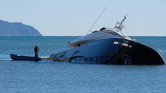 Rapallo, un mese dopo è il cimitero degli yacht, le perizie assicurative bloccano le rimozioni
