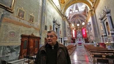 Il parroco in prima linea. Don Gianni porta la Natività nelle strade di Certosa    Foto