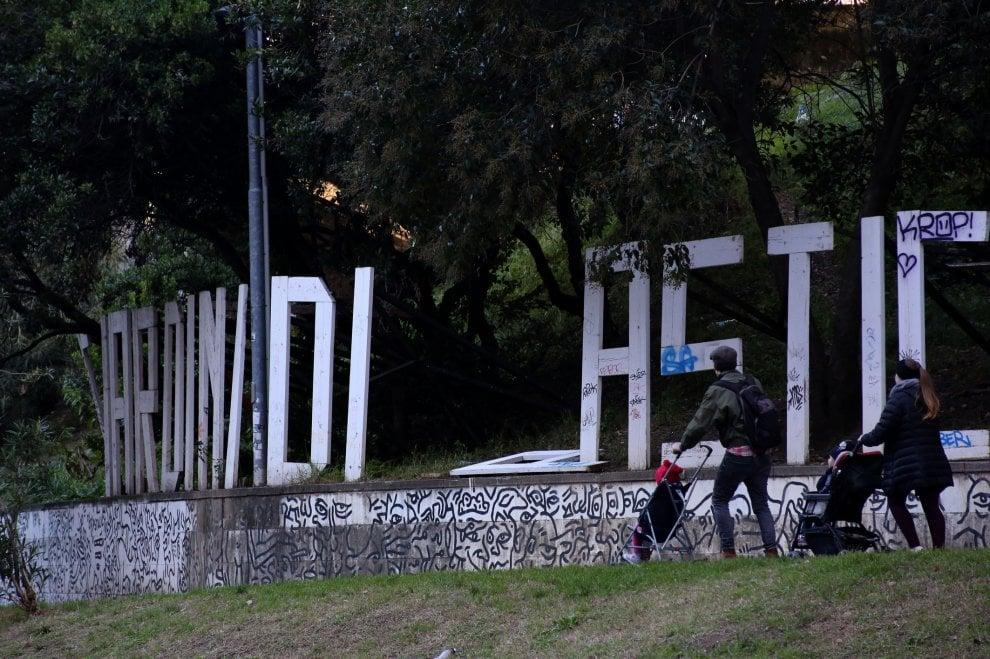 Giardini Di Plastica Genova.Giardini Di Plastica Degrado E Rifiuti In Centro Citta 1 Di 1