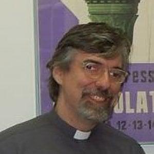 """Don Giacomo: """"Apriremo le chiese ai migranti, non è un delinquente chi non ha documenti"""""""