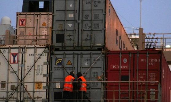 """I portuali: """"I terminalisti aumentano i profitti nonostante il crollo del Morandi ma non pagano i loro debiti"""""""