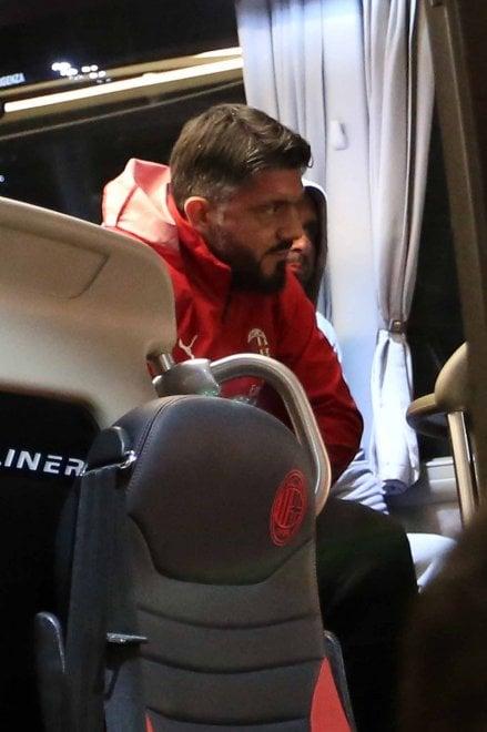 Il Milan arriva a Genova in treno