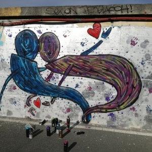 """""""Il cuore sul muro"""", un amore tra la street art Lancia il Tea con l'Autore"""