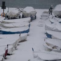 Nevica su Genova, trasporti nel caos