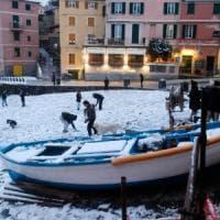 A Genova la neve paralizza i trasporti