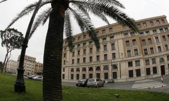 """Il prof di un liceo di Genova: """"Trans pervertiti"""". Luxuria: """"Lo mandino via dalla scuola"""""""