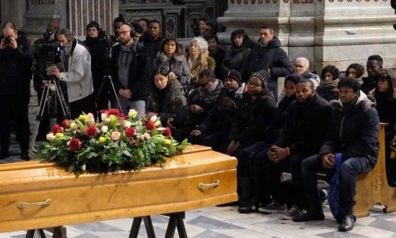 I funerali di Jerry, suicida dopo che gli era stato negato il permesso