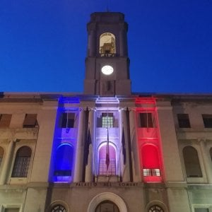 Scajola antigovernativo: il Comune di Imperia con il tricolore francese