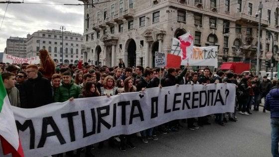 Nuova maturità, mille studenti in corteo a Genova