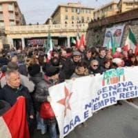 Genova, manifesti fascisti sulle case inneggiano al centenario dei fasci di combattimento