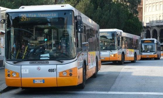 """Bus, gli autisti non bastano """"In coda di notte per fare le ferie"""""""