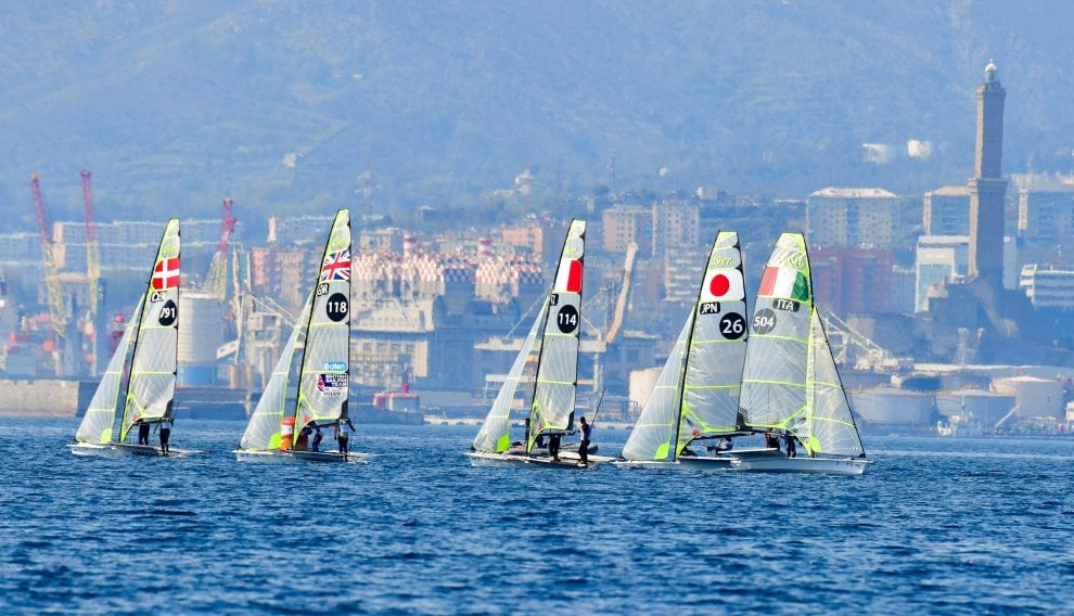Una cornice di vele per la Lanterna, le World Cup Series a Genova