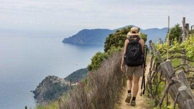 Cinque Terre, Legambiente lancia la campagna di turismo consapevole in Genovese e Inglese
