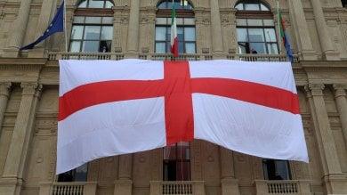 La bandiera di Genova sul palazzo della Regione