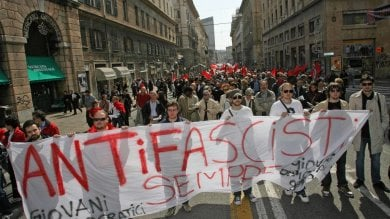 Bancarelle e sedi neofasciste il 25 aprile è un percorso a ostacoli