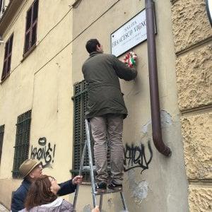 Genova, 25 aprile negato, gli attacchini delle corone. Oggi