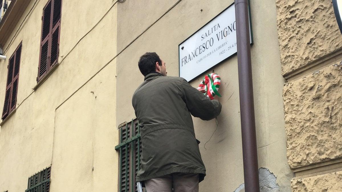 Genova, 25 aprile: polemica sui fondi per le corone, i volontari le realizzano a mano