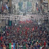 Genova, migliaia di persone in corteo e in piazza per il 25 Aprile