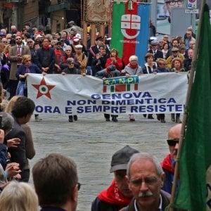 Genova, i camerati commemorano, gli antifascisti difendono la Storia