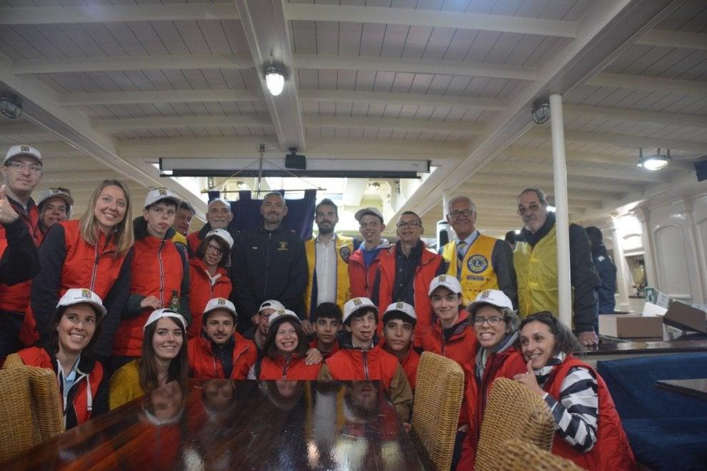 Salpa Nave Italia dall'Arsenale di La Spezia: a bordo i marinai più felici