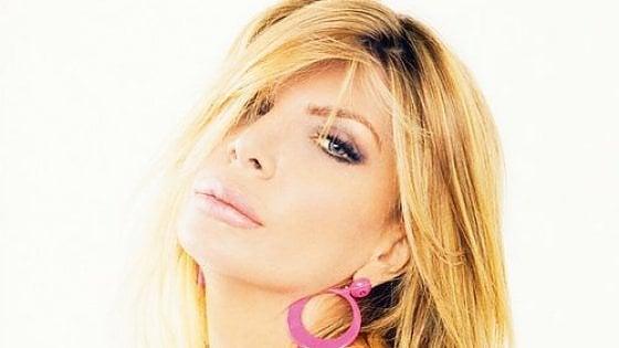 Ana Bettz, l'ereditiera cantante che nascondeva 300mila euro nella Rolls Royce