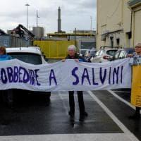 Genova, la nave delle armi è arrivata a Genova, portuali in sciopero e presidio pacifista