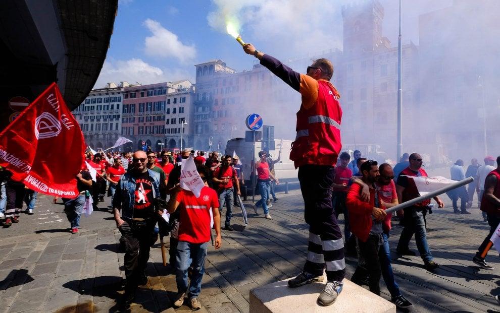 Porti: sciopero, a Genova presidio ai varchi. In mattinata corteo, nodo autoproduzione e rinnovo contratto