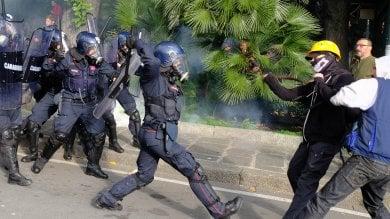 Comizio di CasaPound, scontri in piazza, giornalista di Repubblica picchiato dalla polizia  VIDEO -    FOTO       DIRETTA TV
