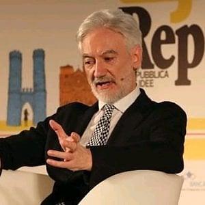 """Genova, il pm del G8 e il giornalista pestato dagli agenti: """"Affidare le indagini alla polizia va contro le direttive europee"""""""